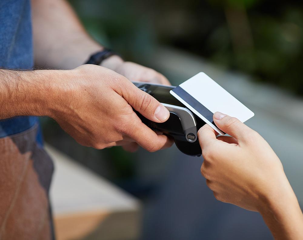 Mehr Umsatz und höhere Trinkgelder mit Kreditkarten